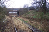 Trackbed between platforms